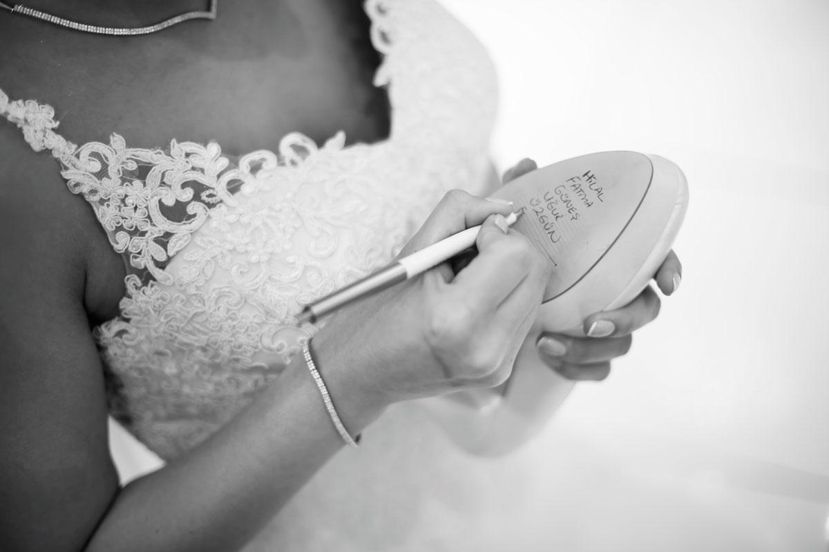 Düğün Adetleri, Gelin Ayakkabısı Altına İsim Yazmak